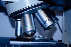 mikroskop flera linser
