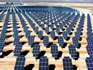 Solcellsanläggning i Nevada, USA som sträcker sig över 74 hektar land och genererar 30 Gigawattimmar per år.